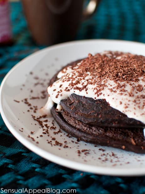 Peppermint Mocha Protein Pancakes (!!) a holiday breakfast that