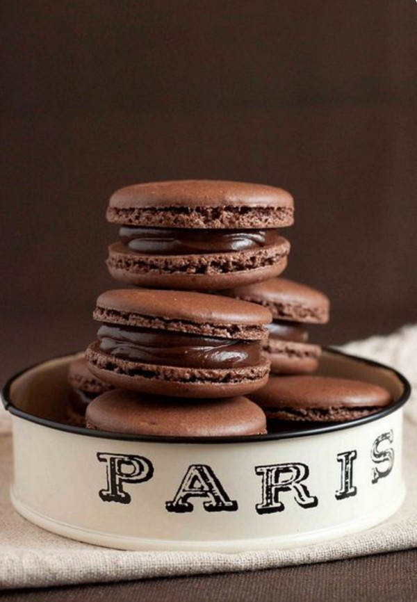 Get the recipe French Chocolate Macarons with Chocolate Ganache @recipes_to_go