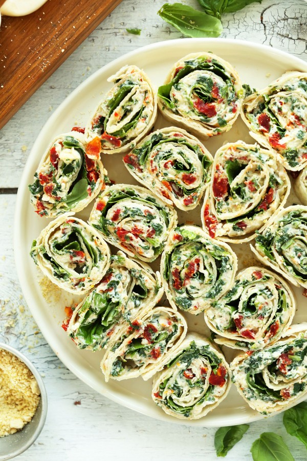 Get the recipe Sun-dried Tomato and Basil Pinwheels @recipes_to_go