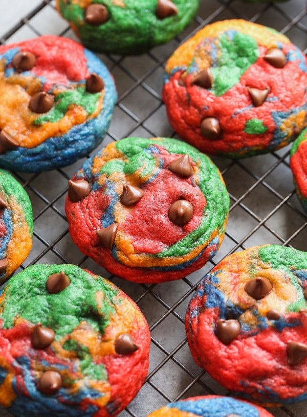 Get the recipe Rainbow Chocolate Chip Cookies @recipes_to_go