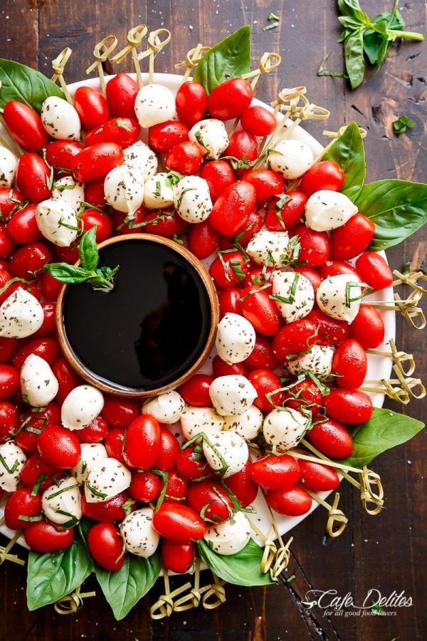 Get the recipe Caprese Salad Christmas Wreath @recipes_to_go