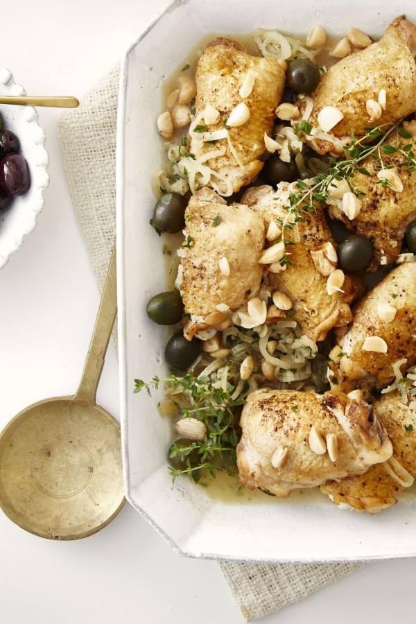50 Best Chicken Recipes Ever - Check out this recipe for braised chicken thighs with almonds and olives. Yummy! #RecipeIdeas @recipes_to_go