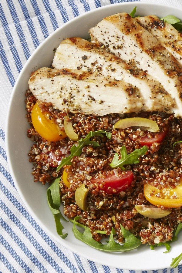 50 Best Chicken Recipes Ever - Check out this recipe for chicken quinoa bowls. Yummy! #RecipeIdeas @recipes_to_go