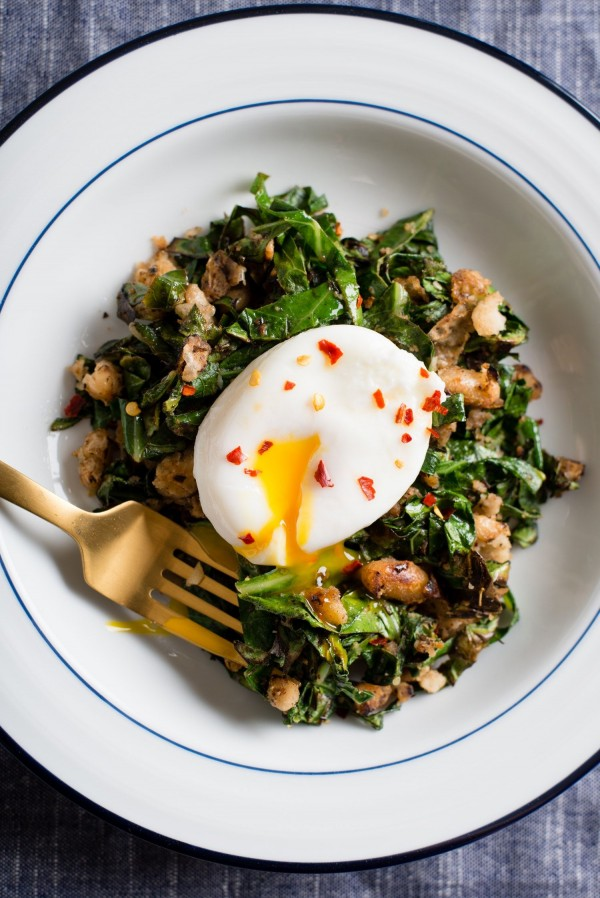 50 Most Delicious and Healthy Vegetarian Recipes - Check out this recipe for crispy white beans with greens and poached egg. Yummy! #RecipeIdeas @recipes_to_go