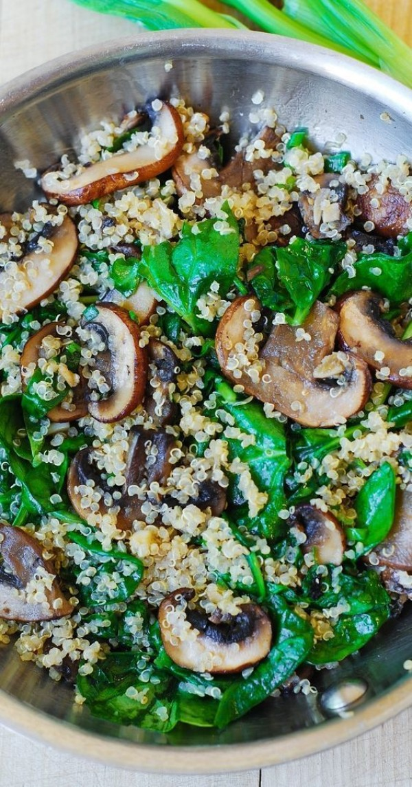50 Most Delicious and Healthy Vegetarian Recipes - Check out this recipe for spinach and mushroom quinoa. Yummy! #RecipeIdeas @recipes_to_go