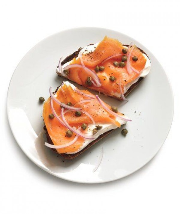 Check out this recipe for breakfast toast with yogurt and smoked salmon. Yummy! #RecipeIdeas @recipes_to_go